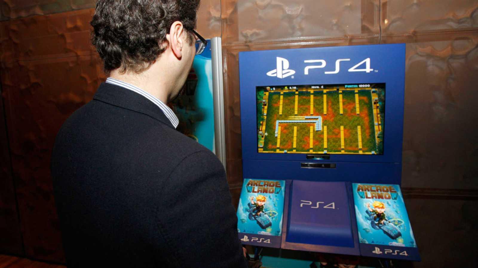 Una de las máquinas de juego en el CaixaForum de Madrid, donde se ha presentado 'Arcade Land'.