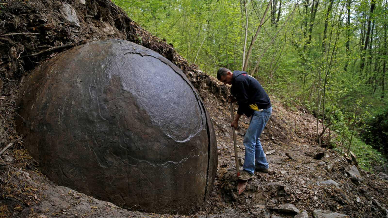 Los colores marrón y rojo de la esfera apuntan a un muy alto contenido de hierro.