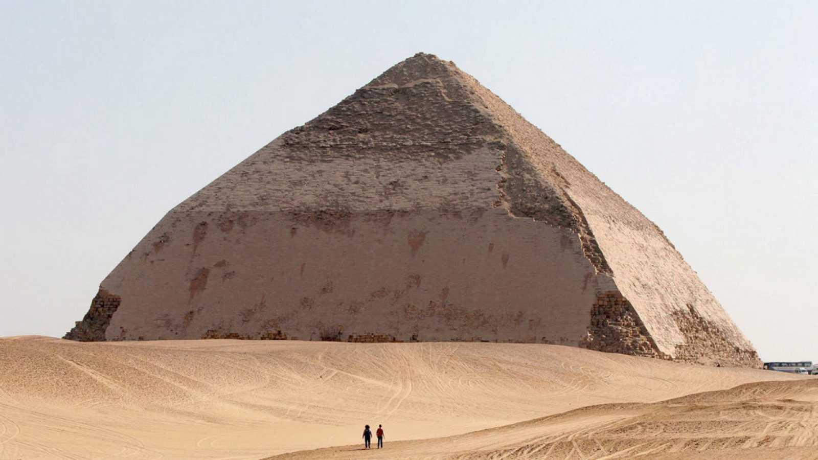 Pirámide Acodada de Dahshur, 30 kilómetros al sur de El Cairo