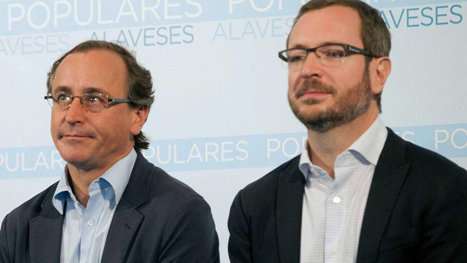 El ministro de Sanidad en funciones, Alfonso Alonso, y el vicesecretario Sectorial del PP, Javier Maroto (archivo)