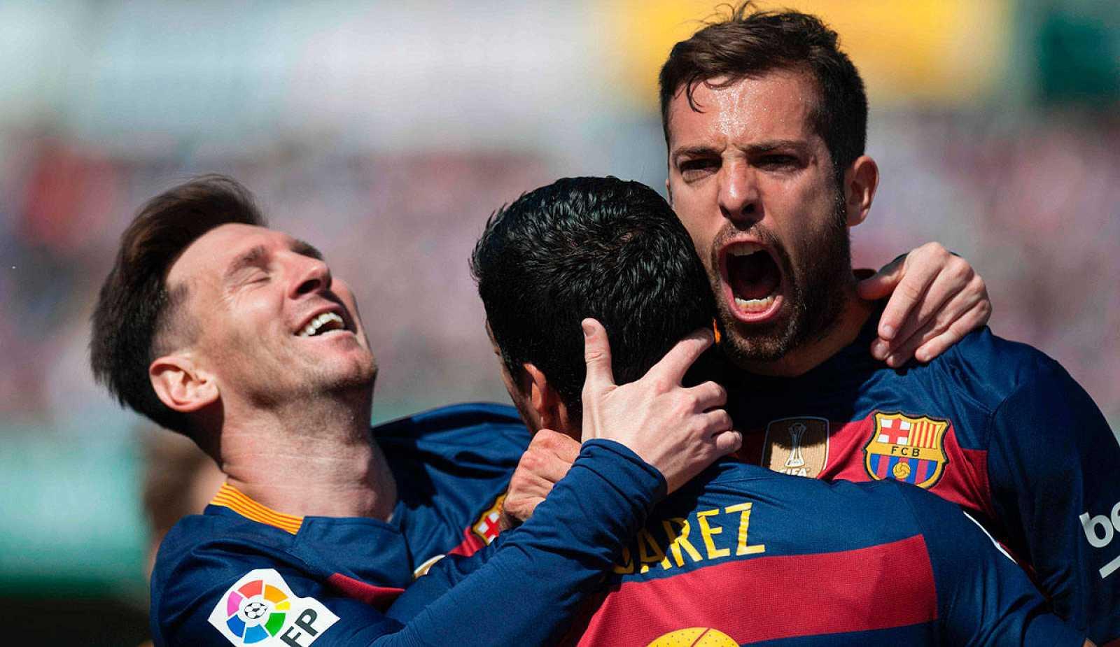 Tres goles de Suárez al Granada dan la Liga al Barcelona en la ... 97aba6af766