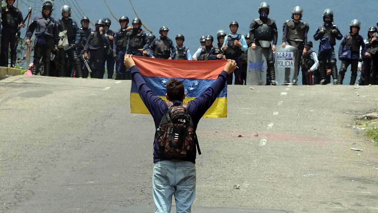 Opositores al gobierno de Nicolás Maduro durante una manifestación en San Cristóbal, Venezuela. AFP PHOTO / George Castellanos