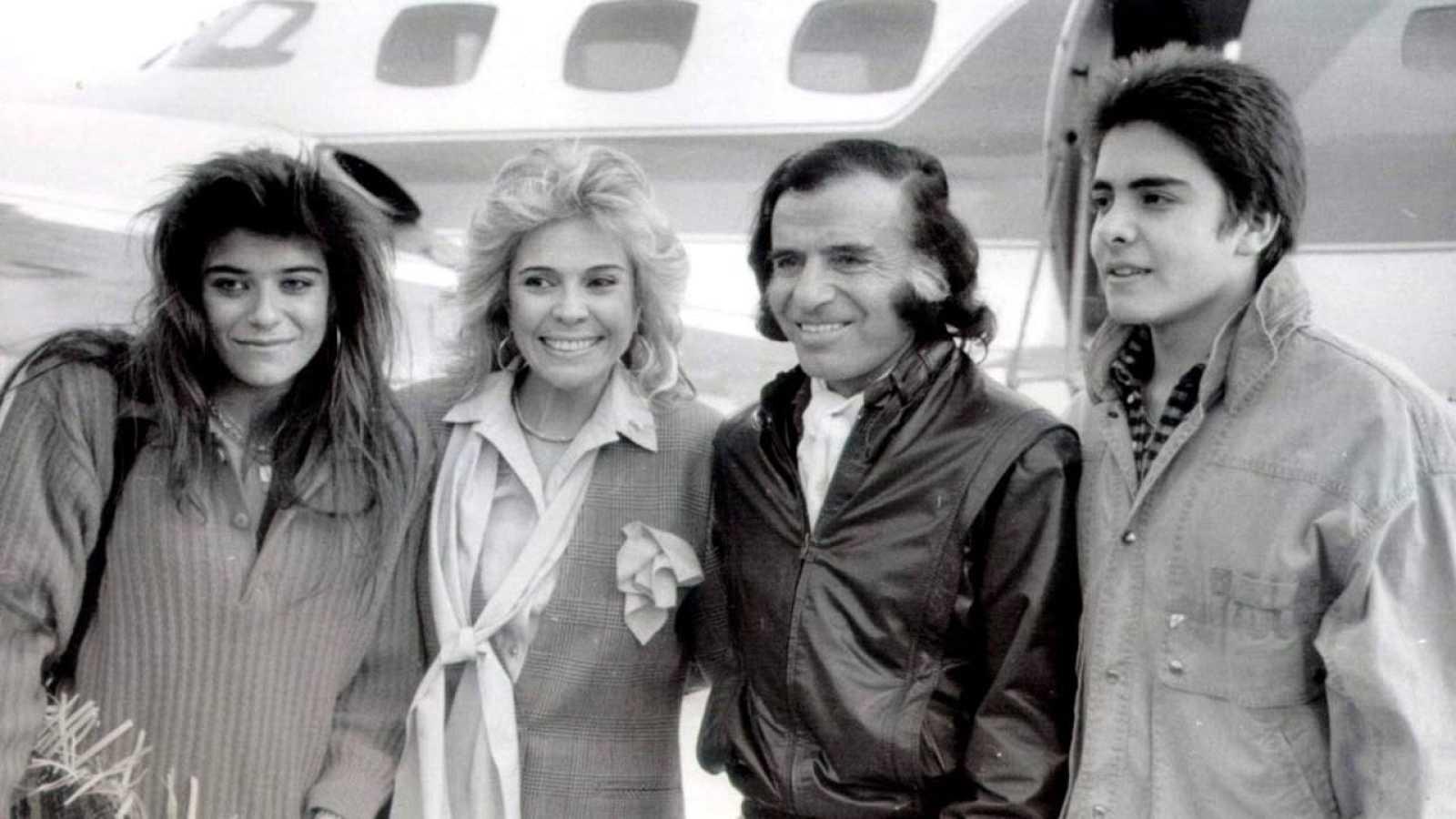 El expresidente Carlos Menem junto a su esposa Zulema, su hija Zulemita y su hijos Carlos Jr.