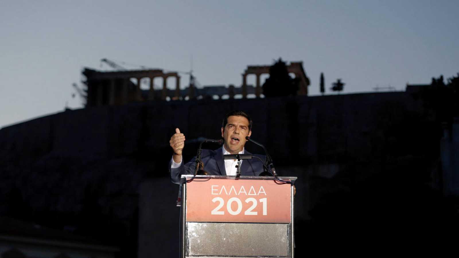 El primer ministro de Grecia, Alexis Tsipras, en un discurso simbólico desde la Acrópolis de Atenas