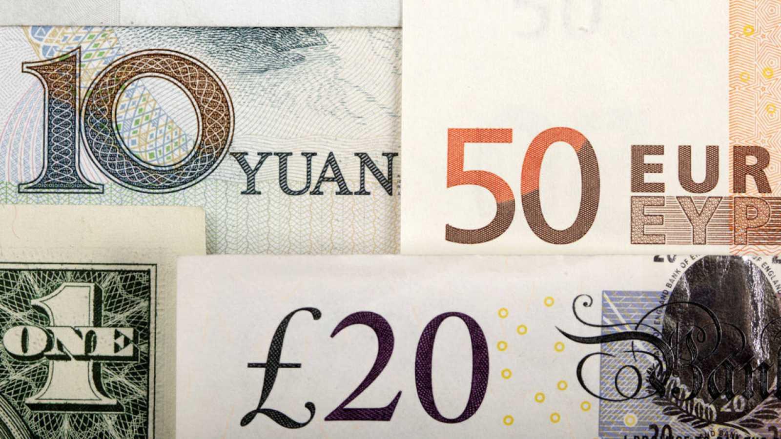 Billetes De Libras Esterlinas Euros Dólares Y Yuanes