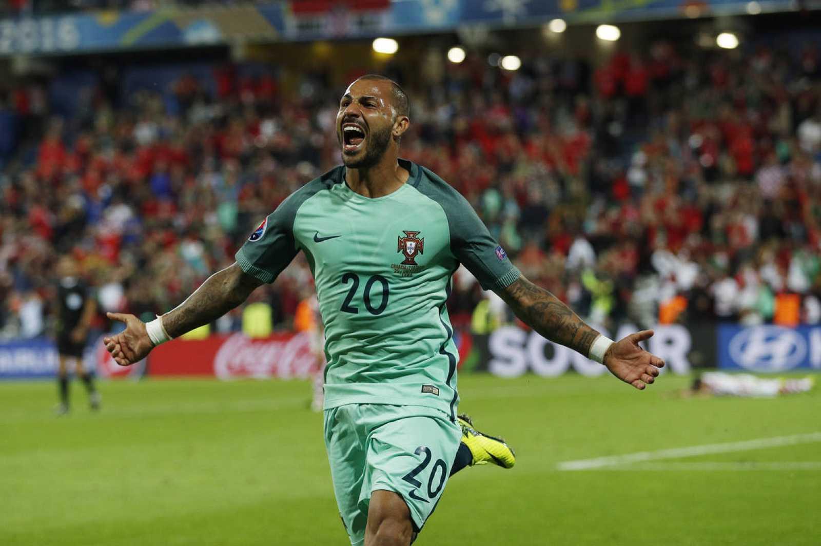 Quaresma celebra el gol que clasifica a Portugal para cuartos de final de la Eurocopa 2016.