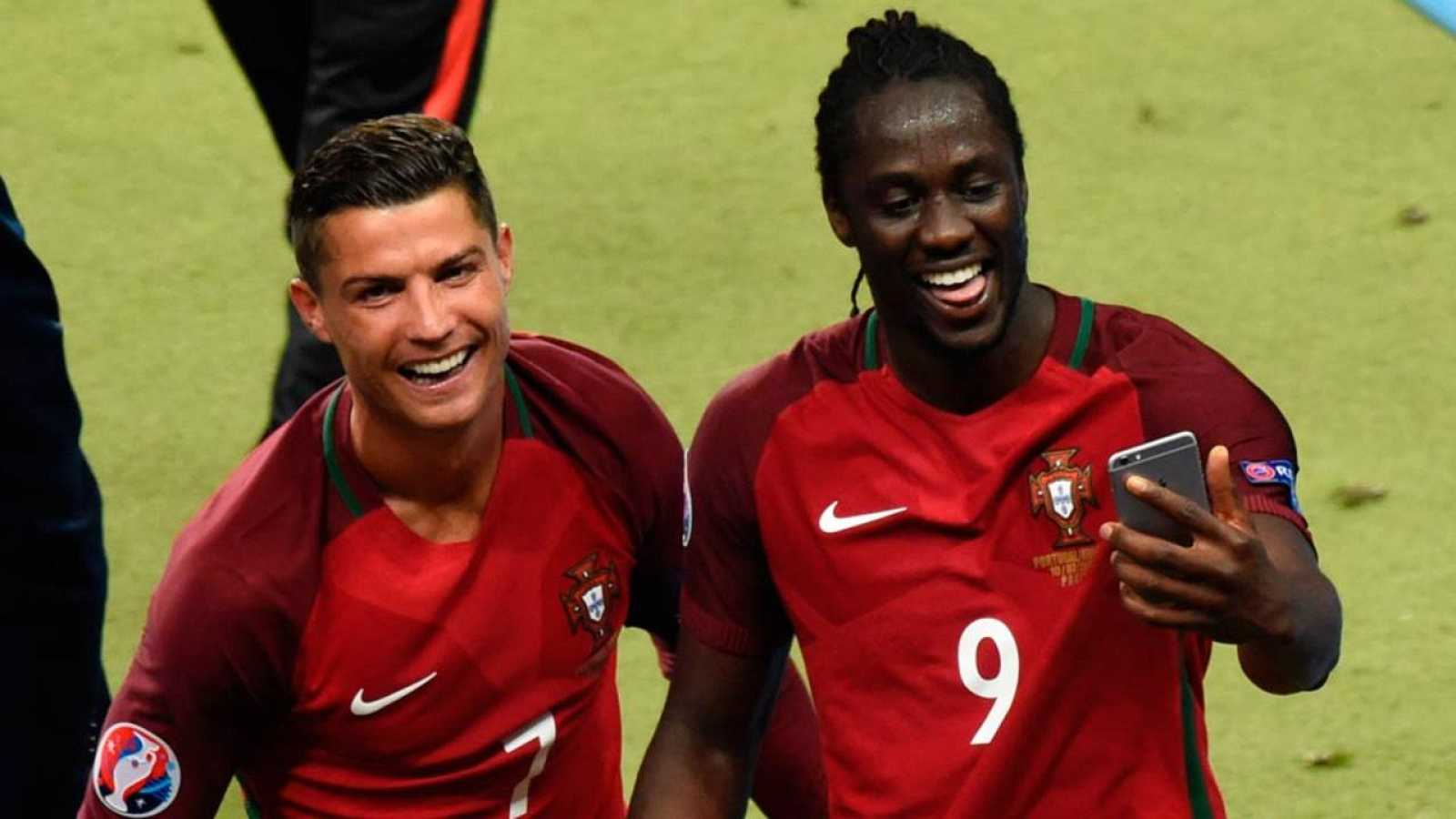 ce99244792 Cristiano Ronaldo junto al goleador de la final