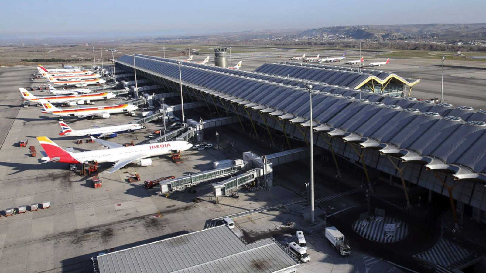 Resultado de imagen para aeropuerto madrid barajas aviones