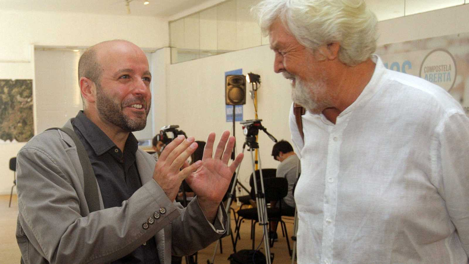 El candidato de En Marea, Luis Villares (i), junto al portavoz de Anova, Xosé Manuel Beiras