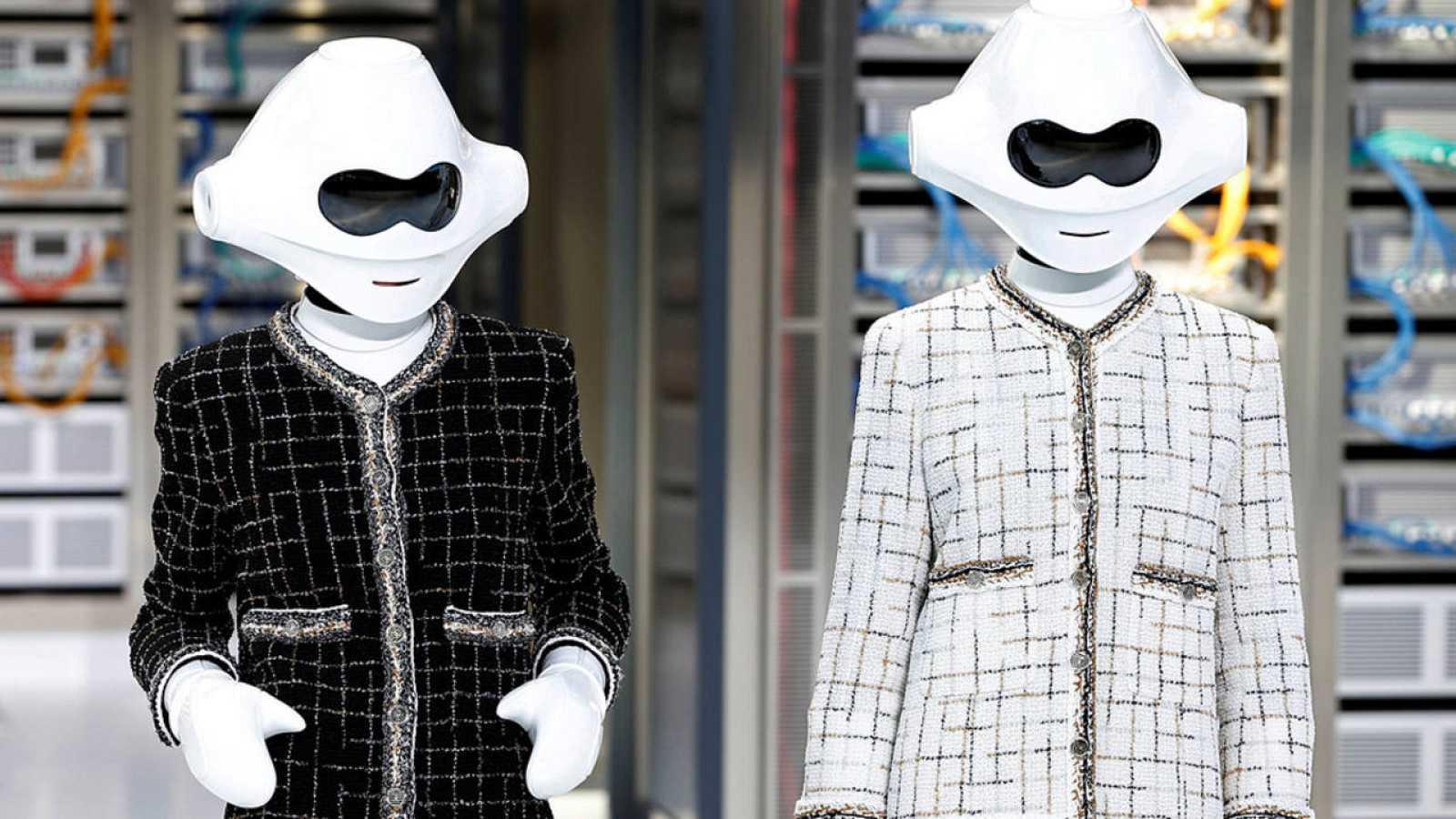 Las robots de Chanel y las sirenas de McQueen conquistan París