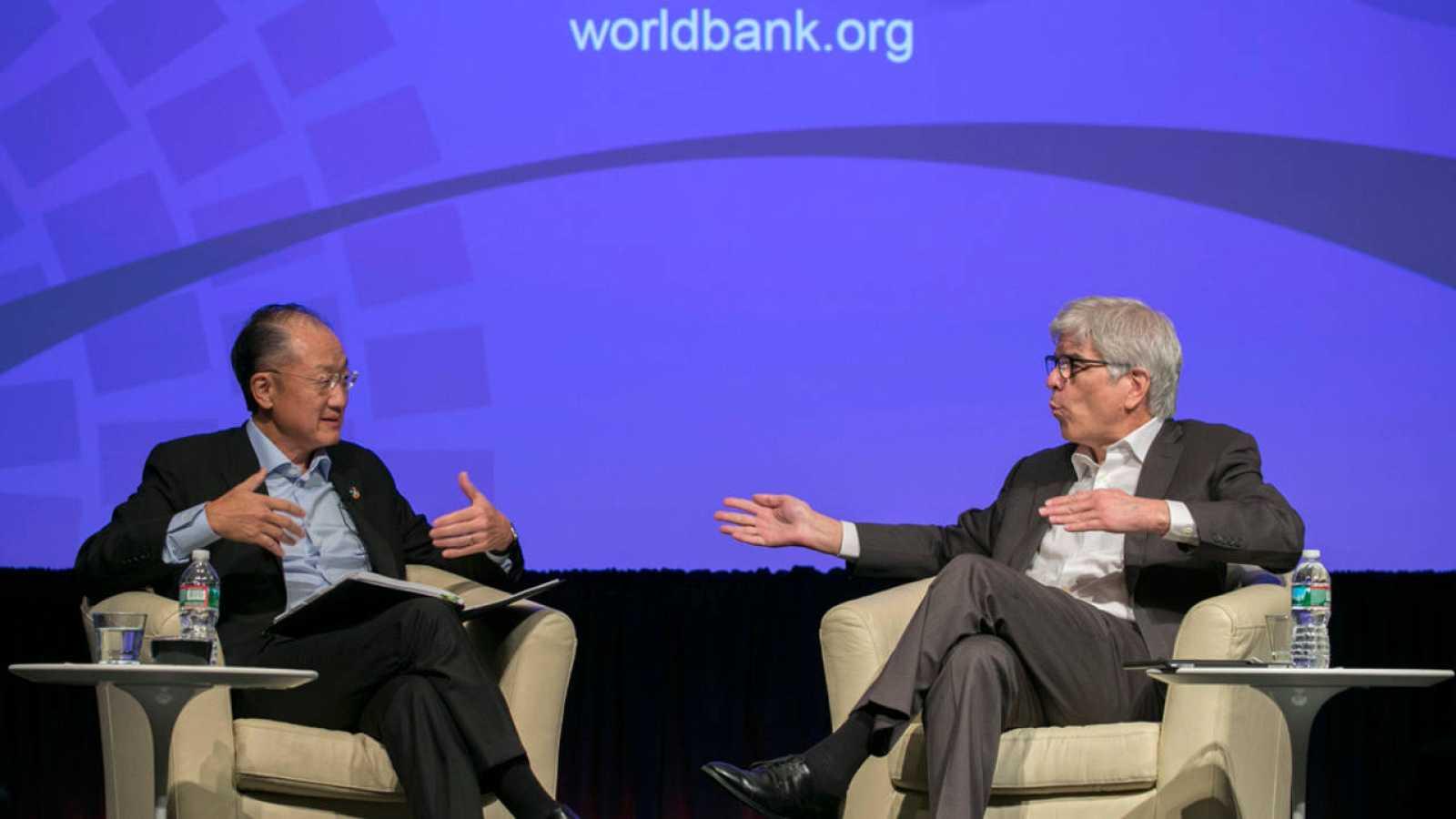 El presidente del Banco Mundial, Jim Yong Kim, y el primer economista del Banco Mundial, Paul Romer