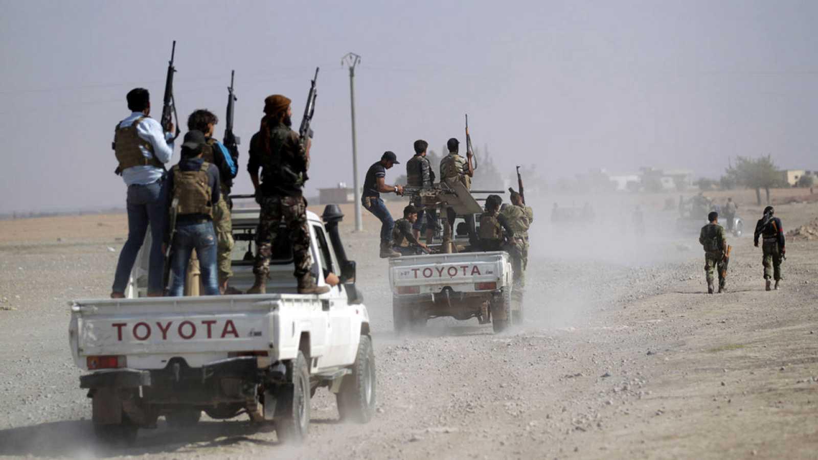 Un grupo de rebeldes cerca de la ciudad siria de Azaz, en la provincia de Alepo.