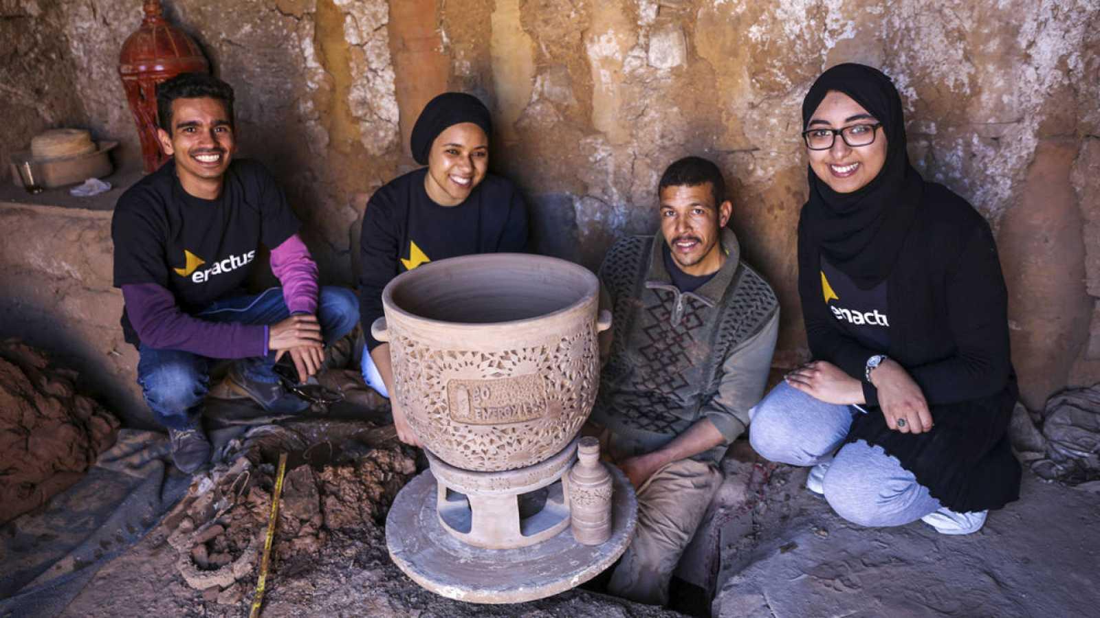 El recipiente de arcilla puede mantener una temperatura de 6 grados en las zonas secas y 12 grados en las húmedas.