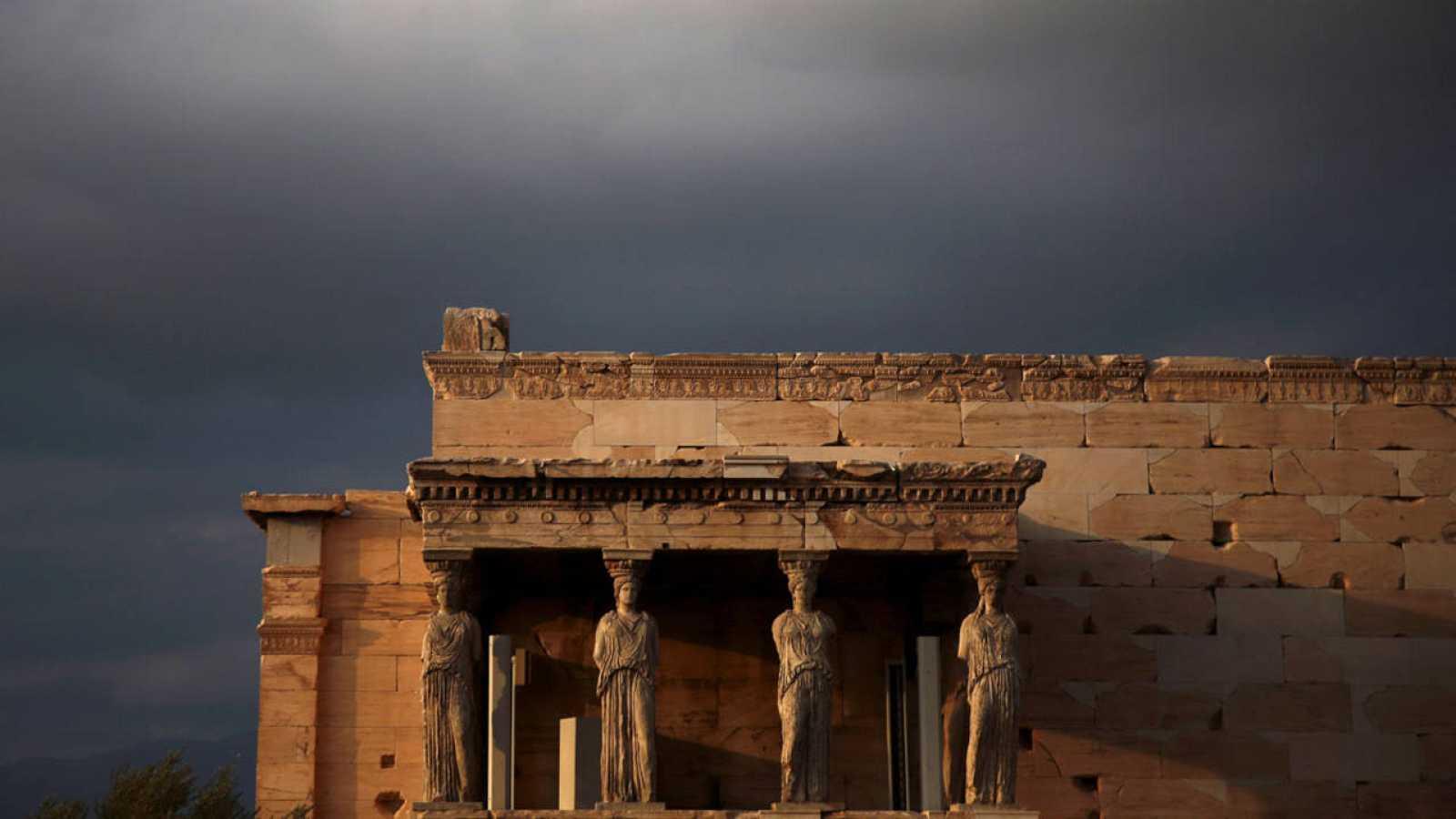 La Tribuna de las cariátides en el Erecteión de Atenas