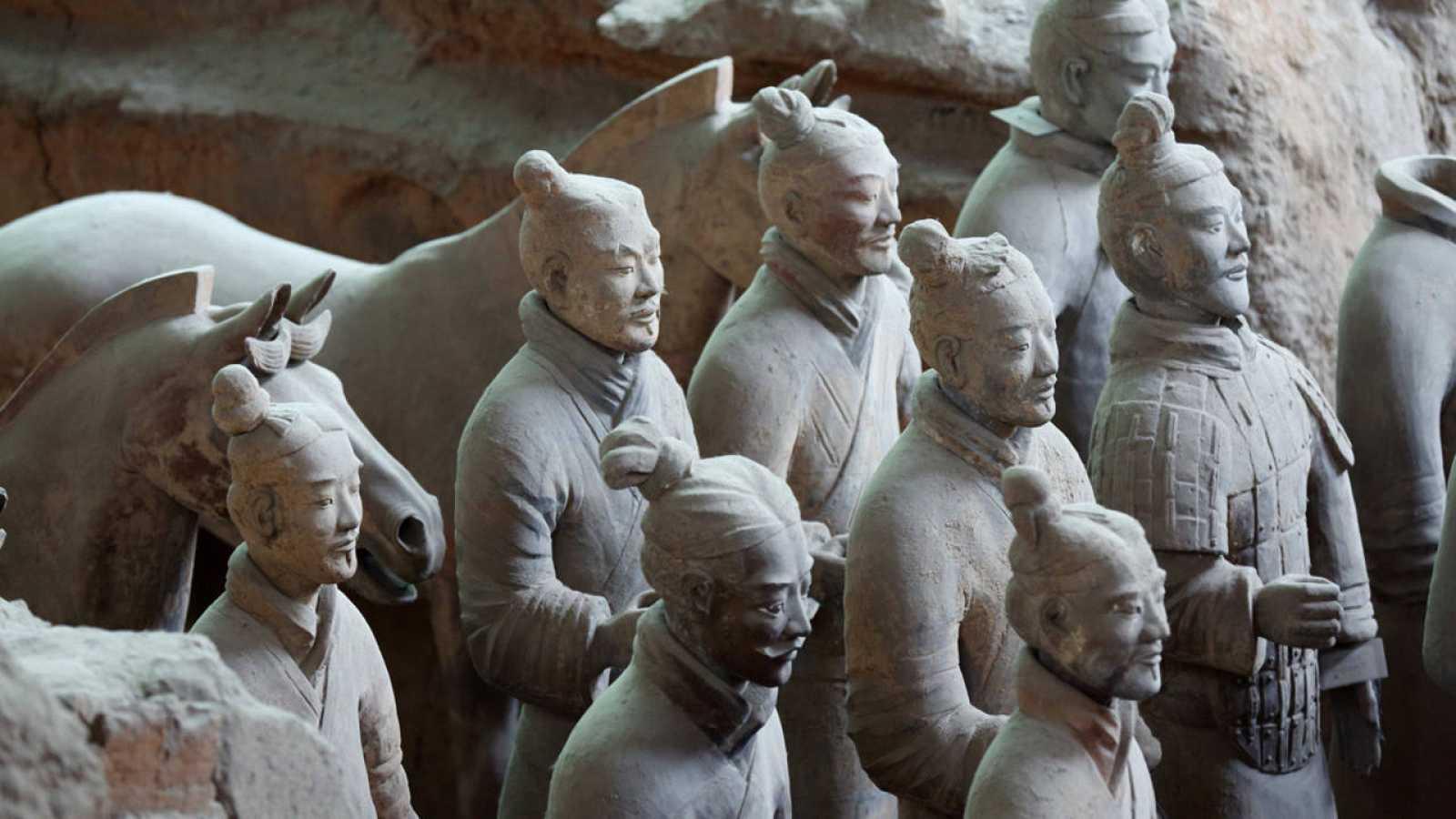 El Ejército de Terracota se compone de más de 7.000 estatuas de soldados, caballos, carros y armas.