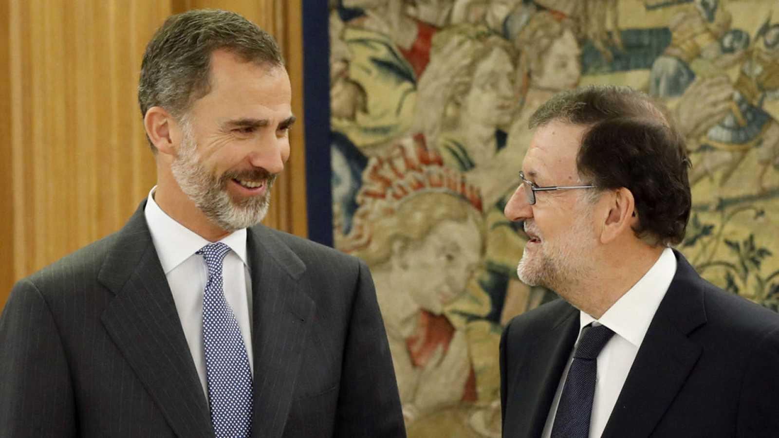 Felipe VI y Mariano Rajoy durante la celebración de la quinta ronda de consultas
