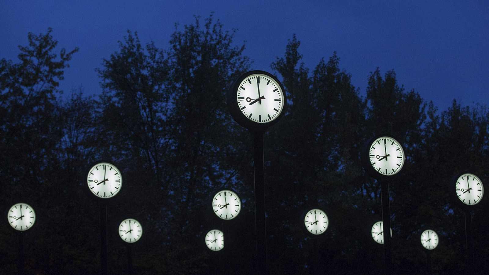 El horario de verano cambiará en la madrugada del próximo 30 de octubre cuando se retrasen los relojes una hora