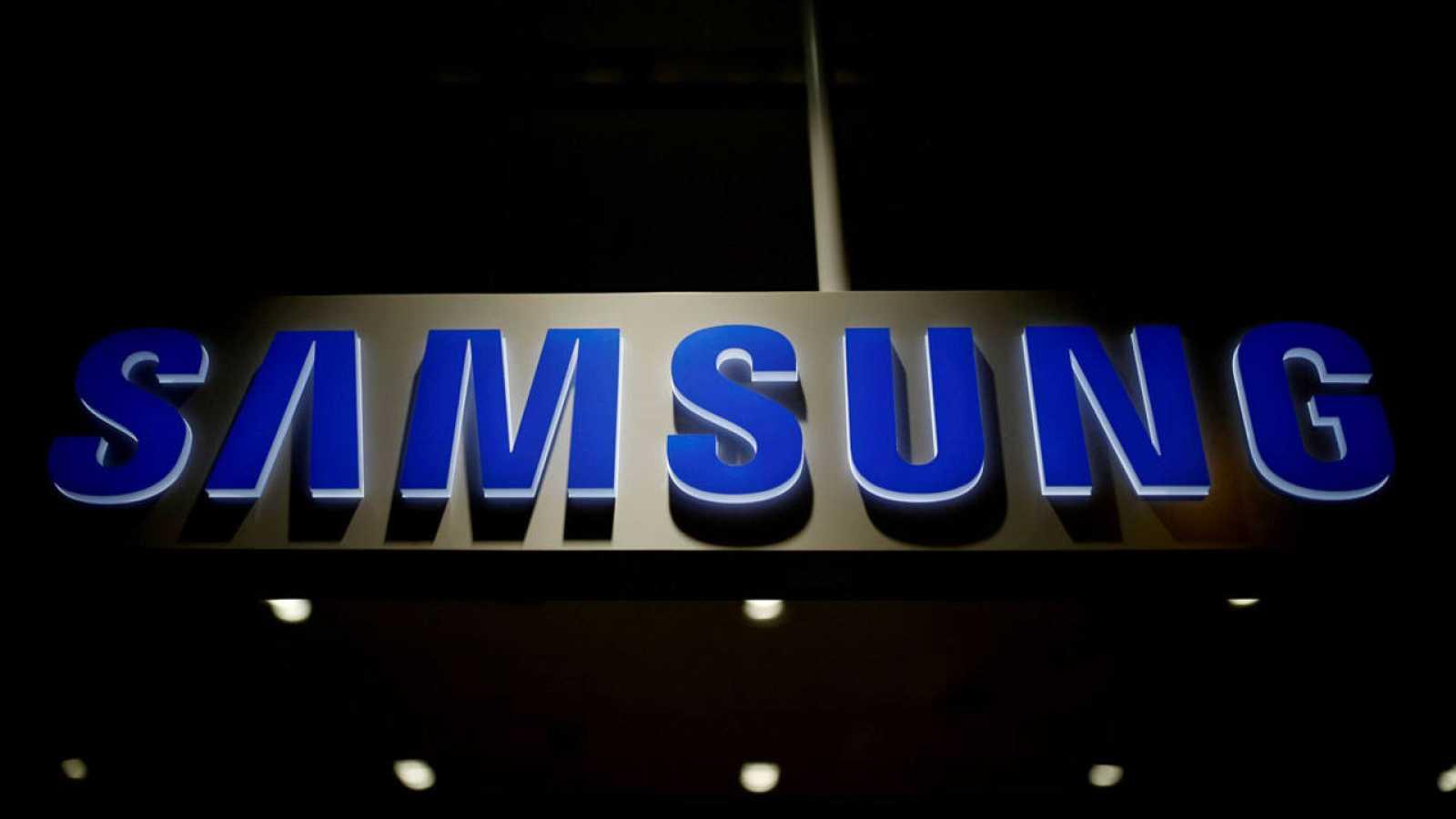 Logo de Samsung en su sede central de Seúl