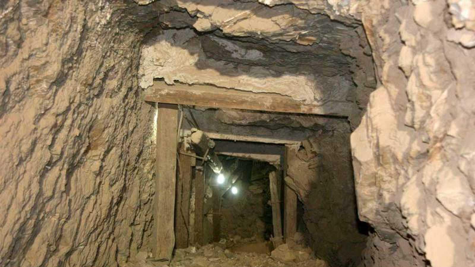 Vista de un túnel de la tumba de Seti I.