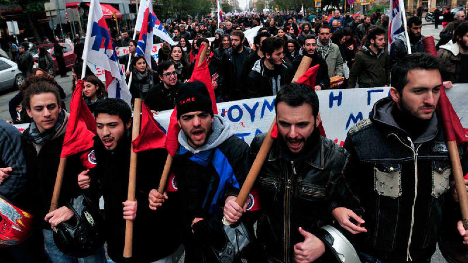 Manifestación por las calles de Atenas durante la huelga general