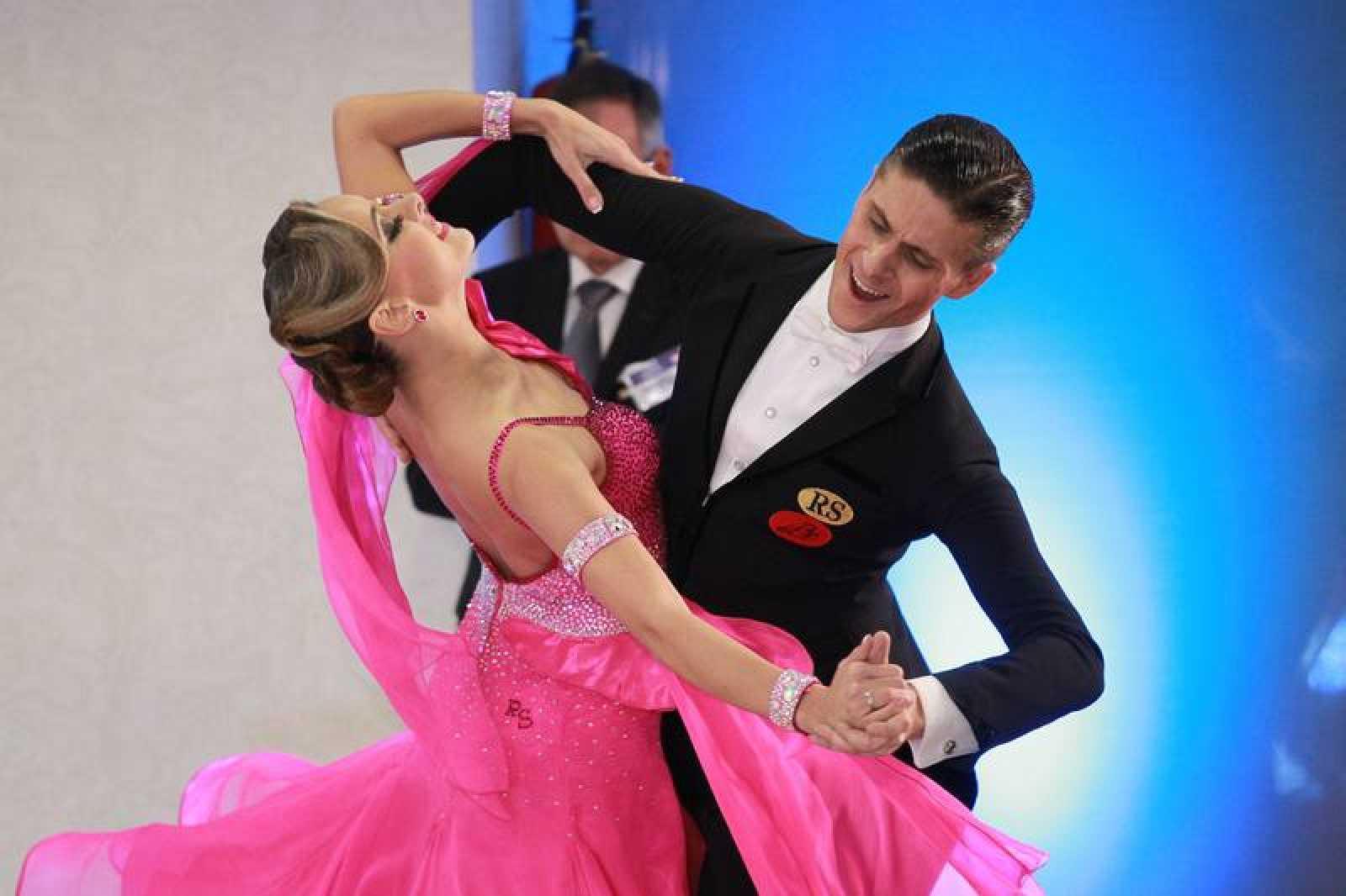 Una pareja baila en la Dancesport Cup 2017.