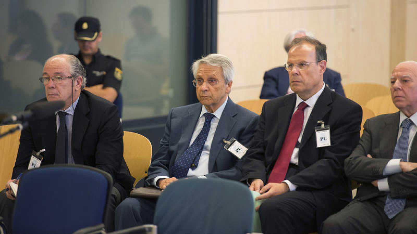Los exdirectivos de NCG Banco, Gregorio Gorriarán, Julio Fernández Gayoso, José Luis Pego y Óscar Rodríguez Estrada durante el juicio contra ellos en la Audiencia Nacional en 2015.