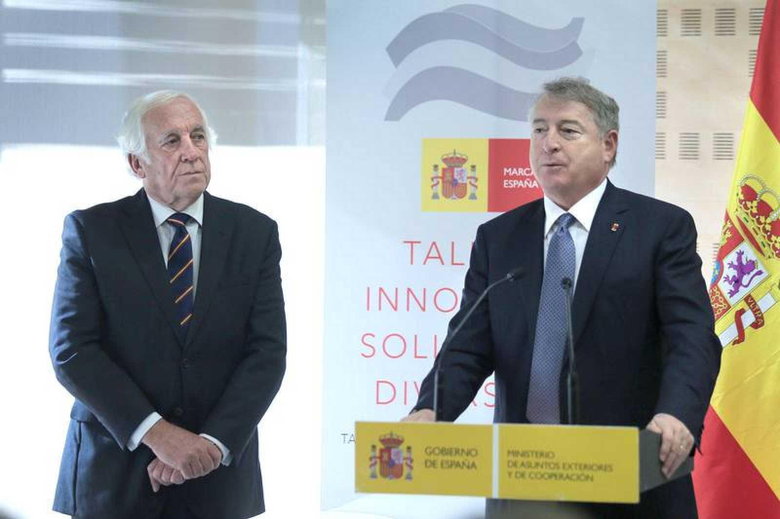 Carlos Espinosa de los Monteros y José Antonio Sánchez en la presentación de 'Spain Everywhere'