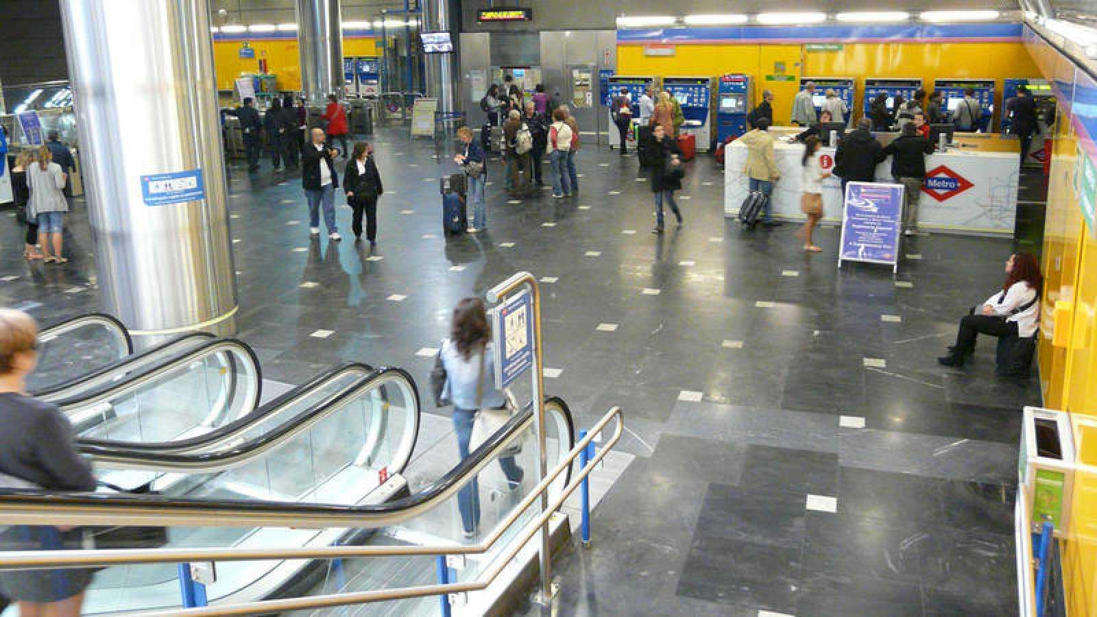 Vista de la estación Aeropuerto T1-T2-T3 de la línea 8 de Metro de Madrid.