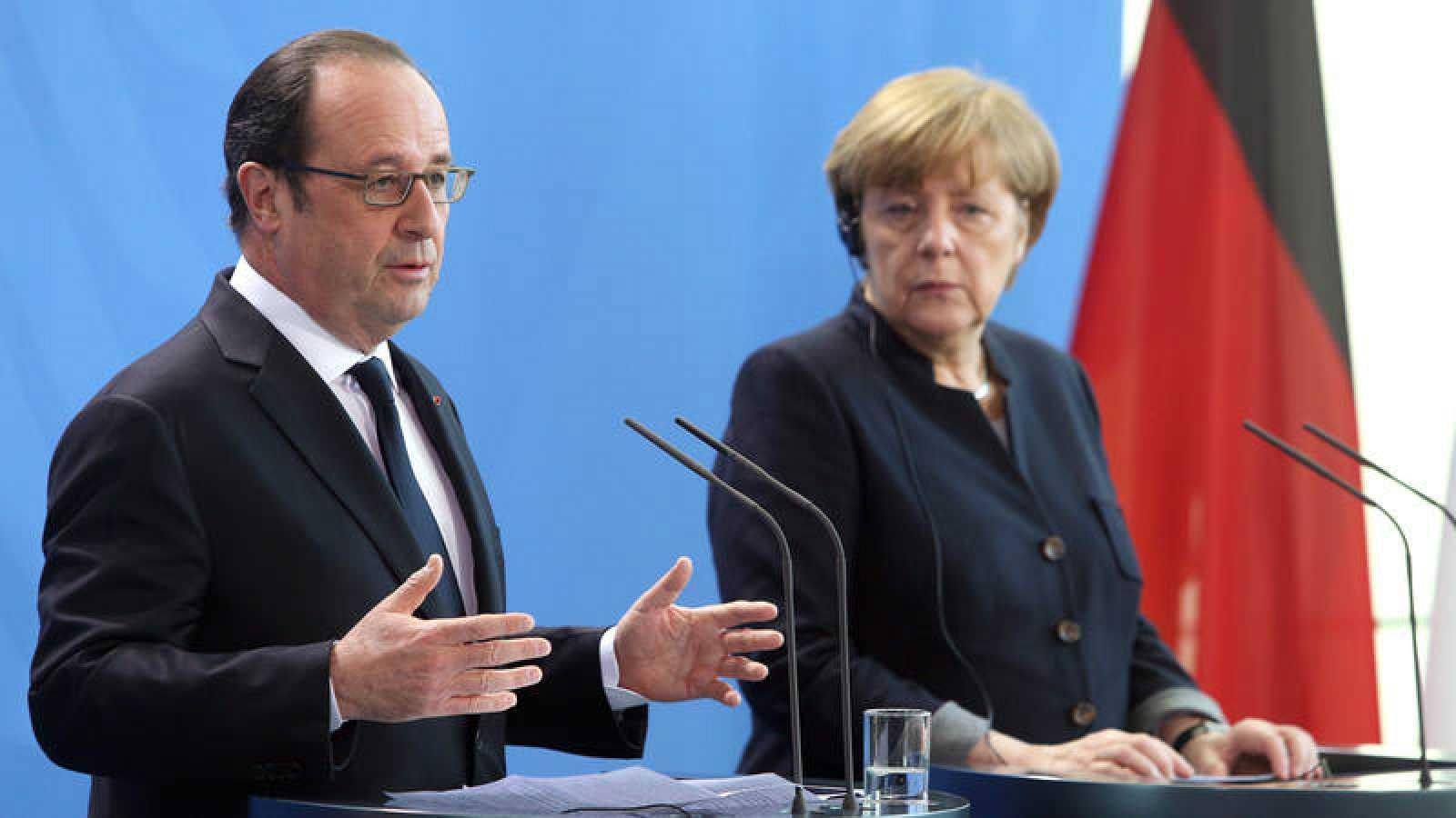 La canciller alemana, Angela Merkel, y el presidente francés, Francois Hollande, comparecen ante la prensa tras su encuentro en Berlín.