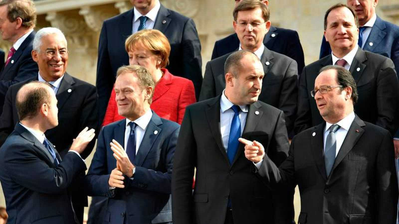 Foto de familia de los líderes europeos en la cumbre de La Valetta