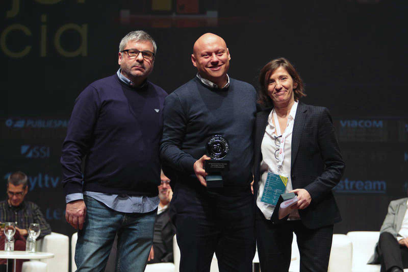 Roberto Sánchez (RTVE) y Concha Gabriel (IMOP), autores de la ponencia premiada