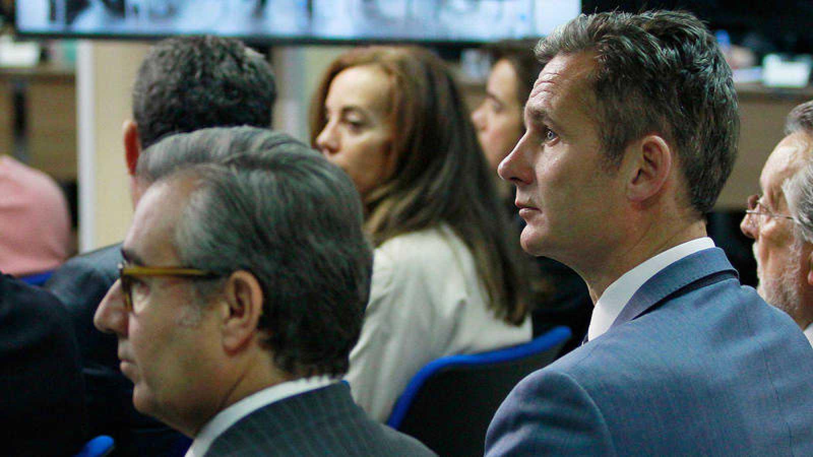 Iñaki Urdangarin (d) y Diego Torres (i) durante el juicio del caso Nóos
