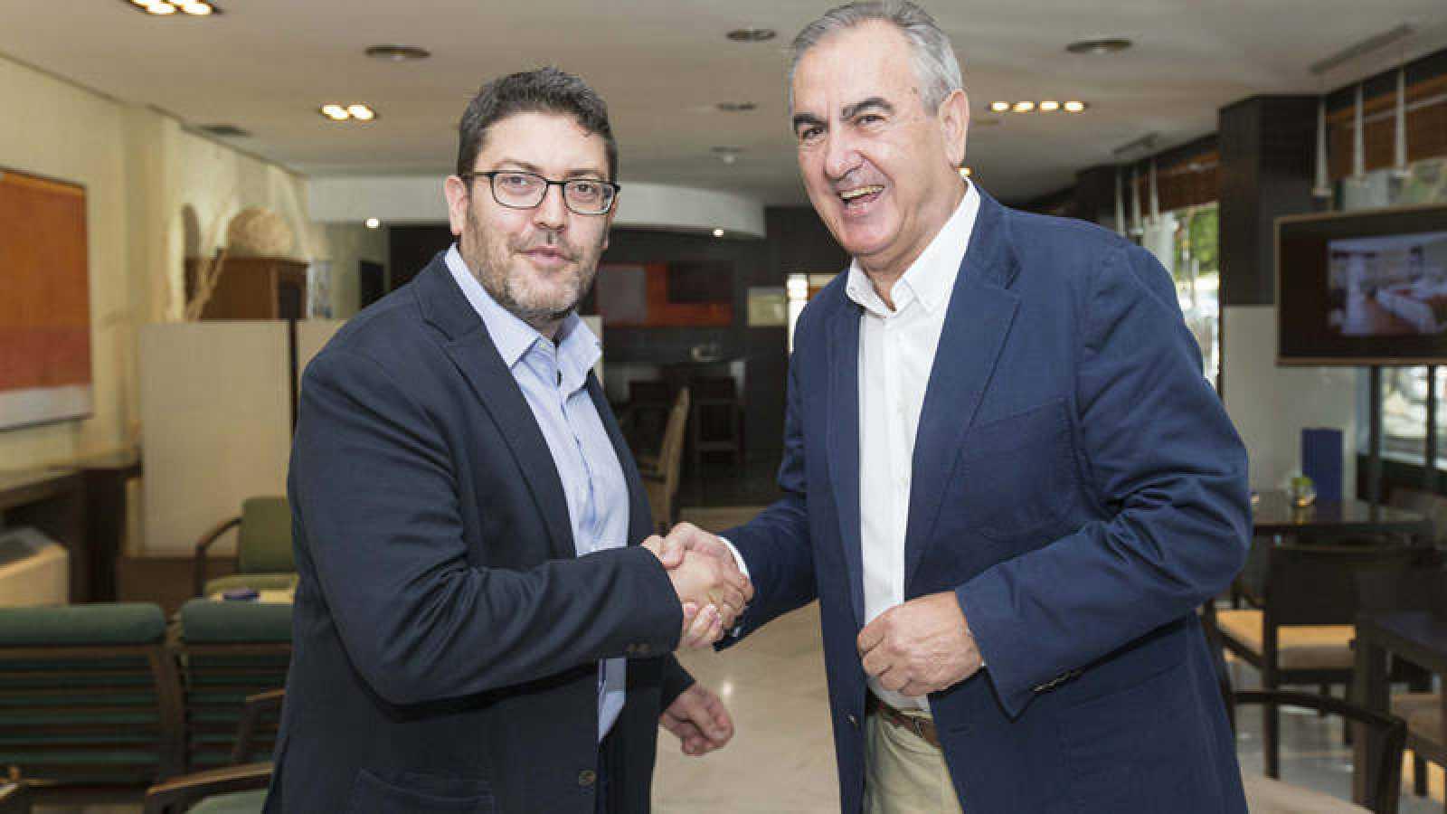 Imagen de archivo de los secretarios generales del PSOE y Ciudadanos en Murcia, Rafael González Tovar y Miguel Sánchez.