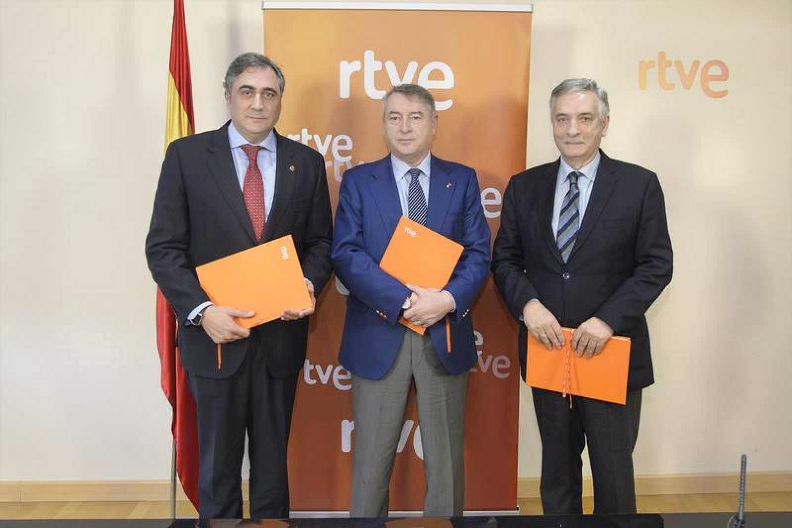 Ángel Mariscal, José Antonio Sánchez y Artemio Domínguez tras la firma de los acuerdos