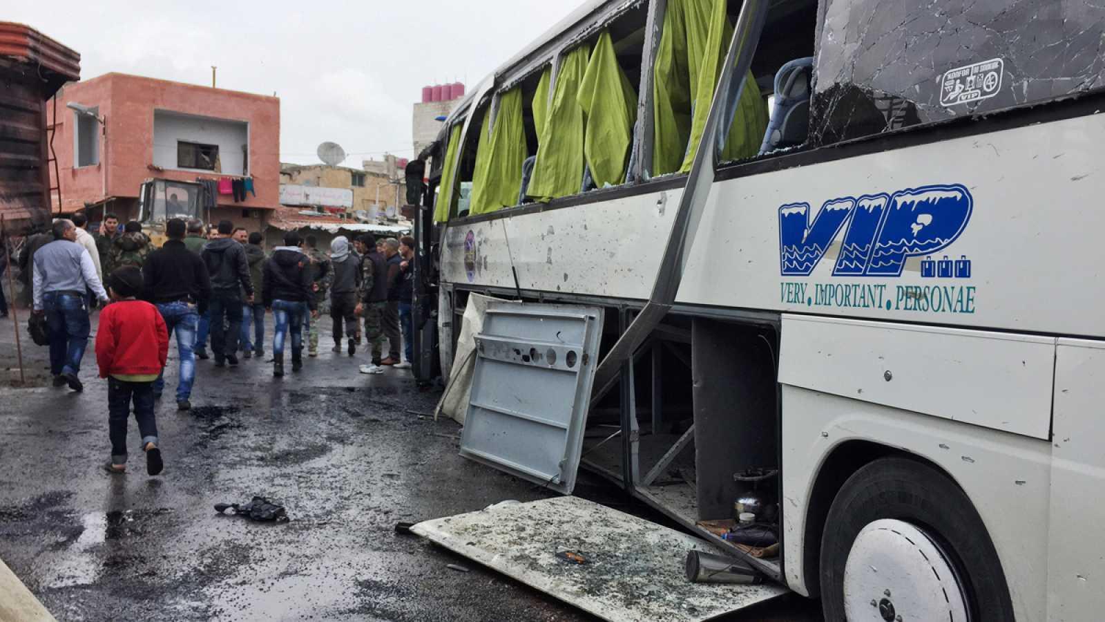 Al menos 44 muertos en un doble atentado junto a un cementerio de Damasco