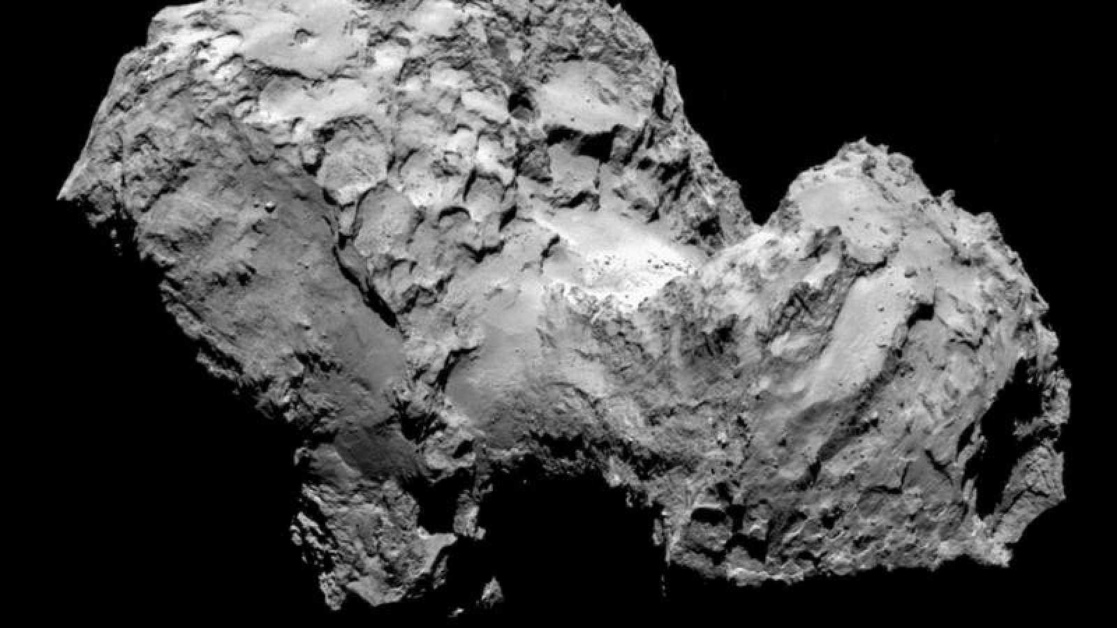 Imagen del cometa 67P tomada por la cámara OSIRIS, a bordo de la misión Rosetta.