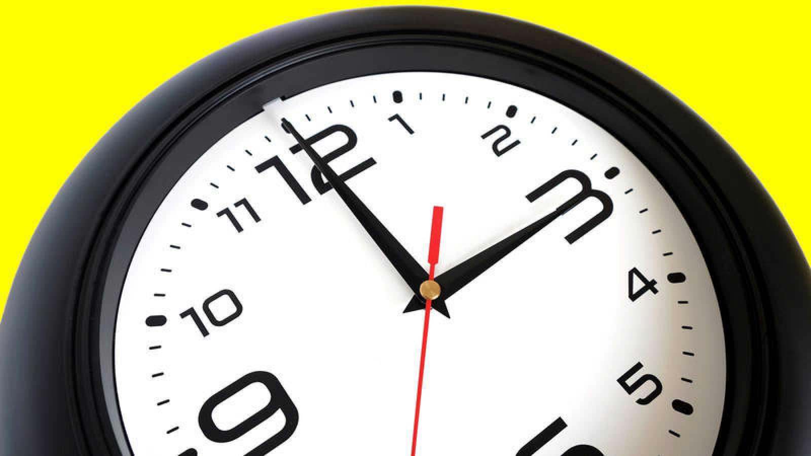 A las 02:00 horas de la madrugada, pasarán a ser las 03:00 horas.