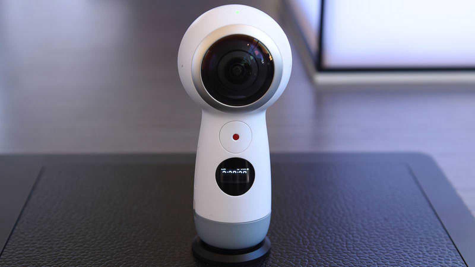 Imagen de la nueva Samsung Gear 360, una cámara de 360 grados con resolución 4K.
