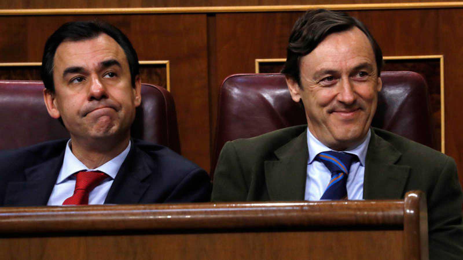 El portavoz parlamentario del PP, Rafael Hernando, y el coordinador general del partido, Fernando Martínez-Maíllo, en el pleno del Congreso.