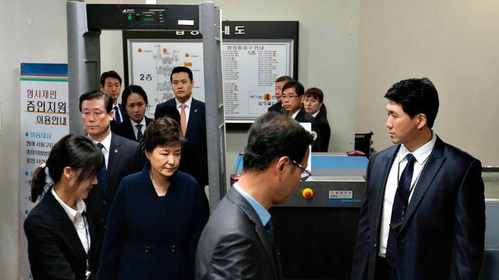 La expresidenta de Corea del Sur, Park Geun-hye, a su llegada qa los juzgados de Seúl