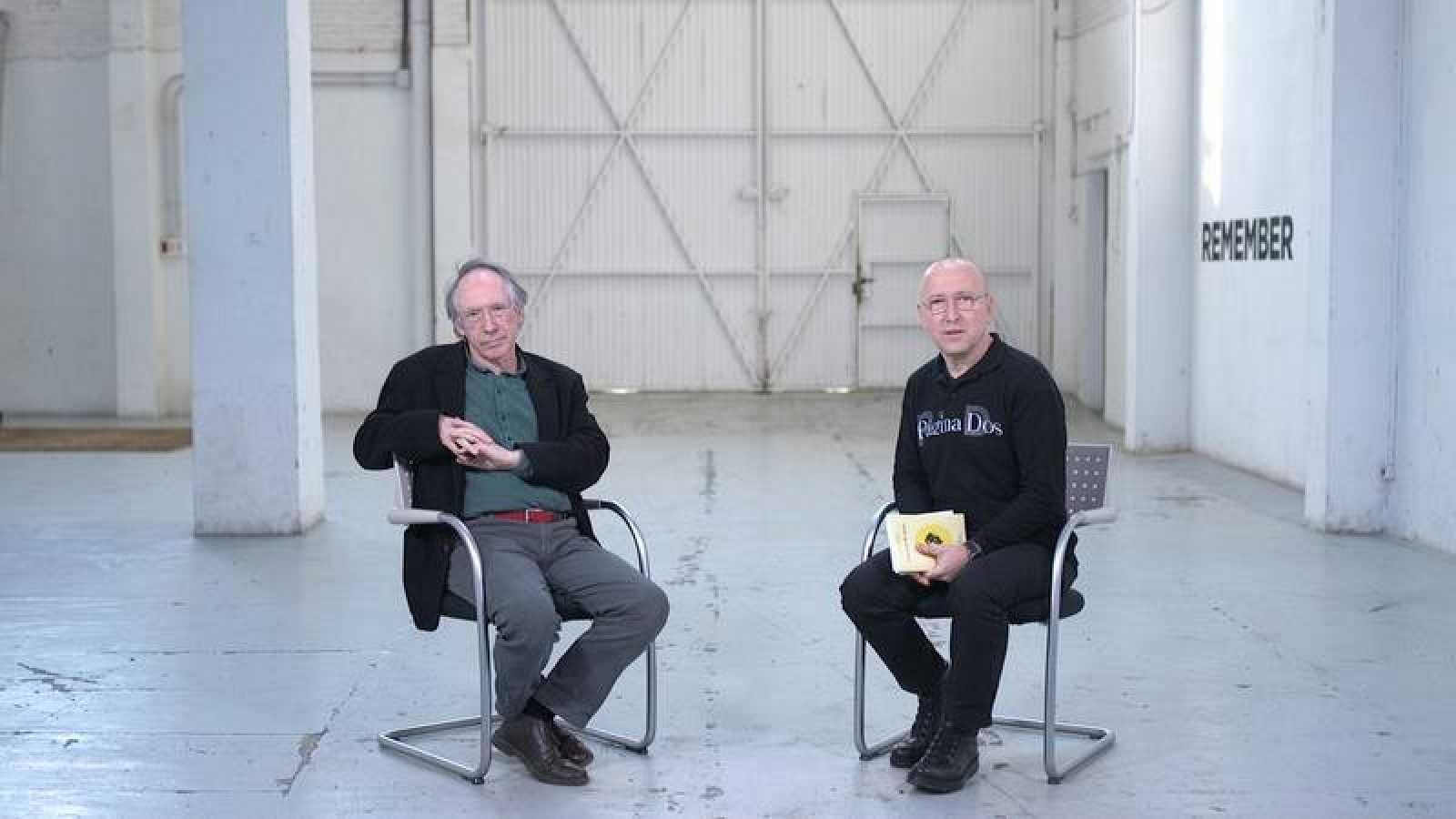 Ian McEwan y Óscar López en 'Página Dos'