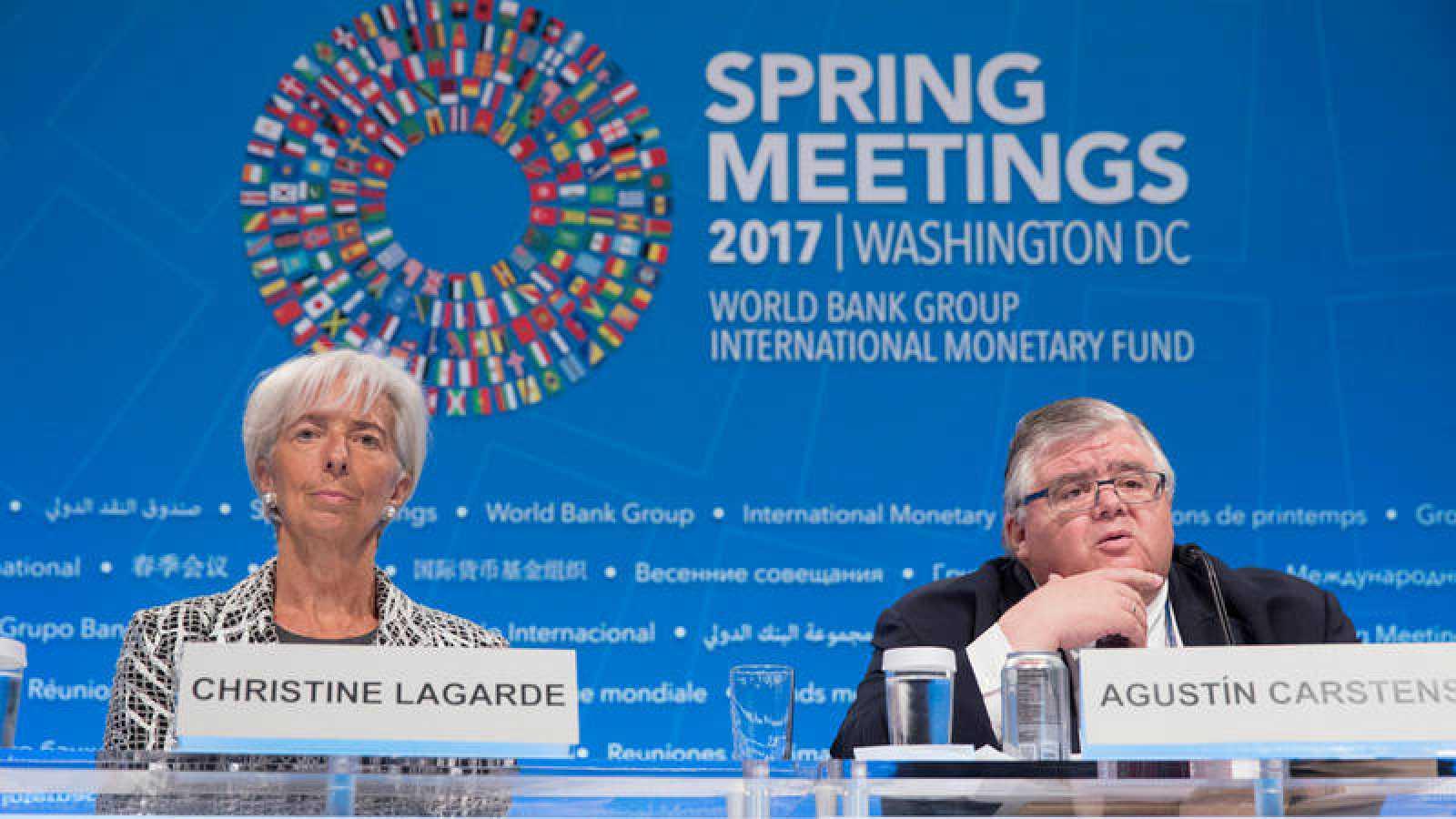 La directora gerente del FMI, Christine Lagarde, junto al gobernador del Banco de México y presidente del Comité Financiero y Monetario del FMI, Agustín Carstens