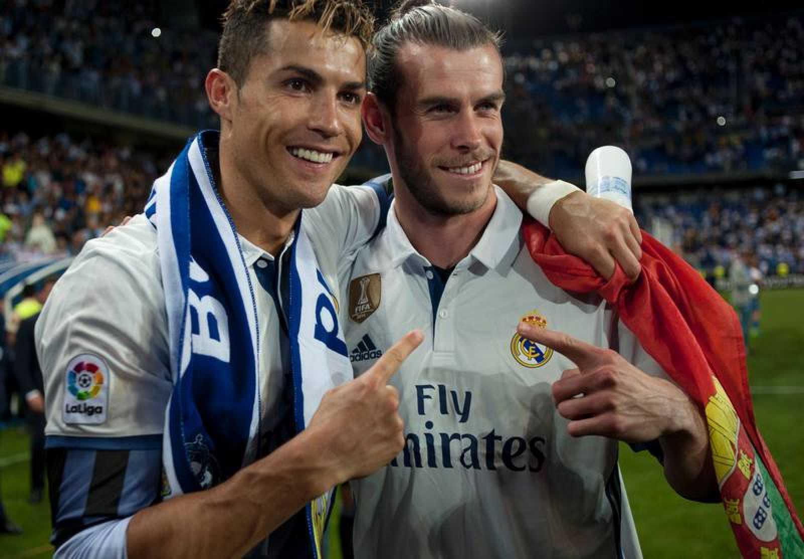 Cristiano posa con Bale tras ganar la Liga en la Rosaleda. 8030877daea7c