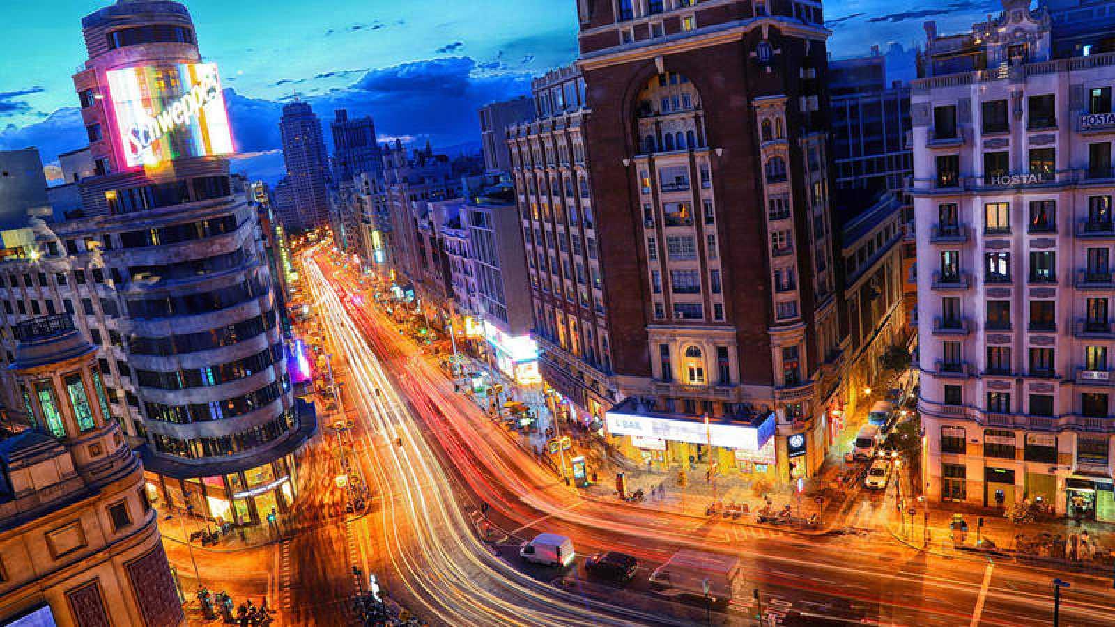 Una imagen nocturna de la Gran Vía de Madrid