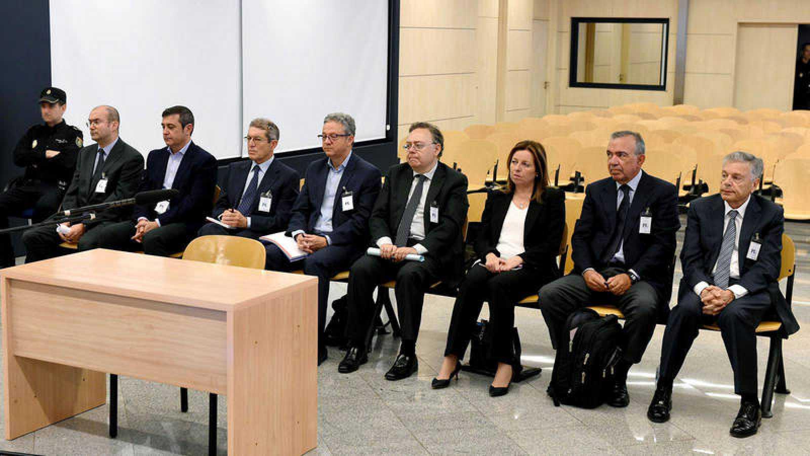Los ocho exdirectivos de la Caja de Ahorros del Mediterráneo, sentados en el banquillo