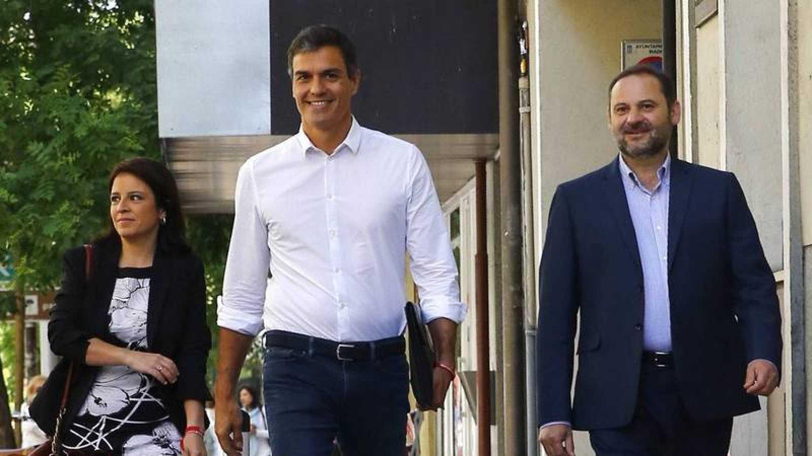 Sánchez y sus dos nuevas figura clave: Ábalos y Lastra.