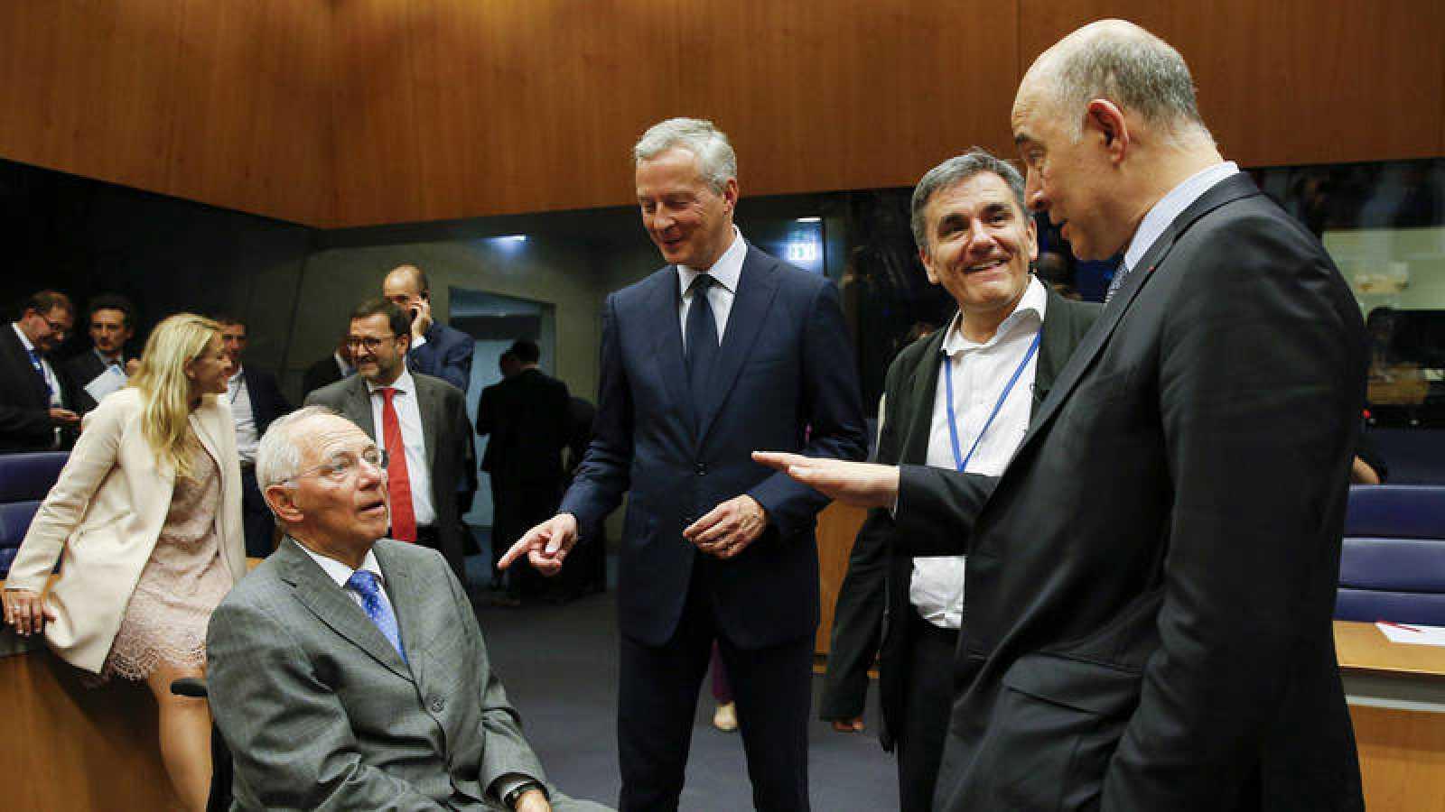 Los responsables de finanzas de Alemania y Francia junto al ministro griego Tsakalotos y el comisario Moscovici
