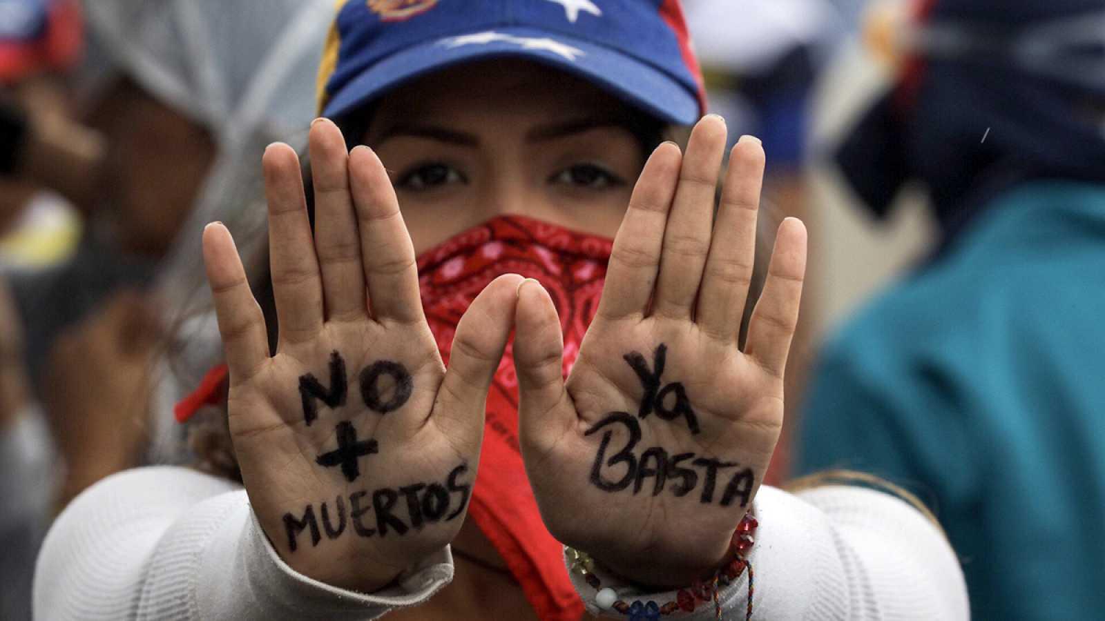 Impiden a la Fiscalía venezolana ver a los manifestantes presos y continúan las protestas
