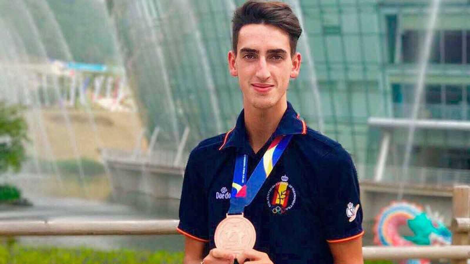 Jesús Tortosa, con la medalla de bronce mundialista.