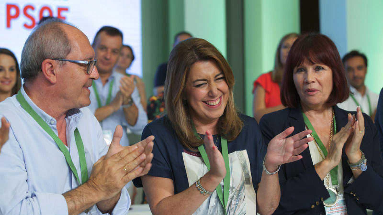 La presidenta andaluza y secretaria general del PSOE-A, Susana Díaz, junto al secretario de organización, Juan Cornejo, y la presidenta de los socialistas andaluces, Micaela Navarro
